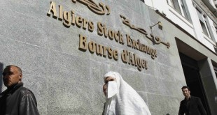 People walk past the Algeria Stock Exchange in Algiers March 13, 2012. Algeria's stock market has long resembled its economy: overegulated, uncompetitive and performing well short of its potential. So the country's plans to allow foreign money into the market may herald wider economic change. Picture taken March 13, 2012. To match Feature ALGERIA-EXCHANGE/   REUTERS/Louafi Larbi (ALGERIA - Tags: BUSINESS)