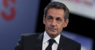 """Former French president and head of Les Républicains main opposition party, Nicolas Sarkozy poses prior to take part in the political talk show """"Des paroles et des actes"""" of French TV channel France 2 on February 4, 2016 in Paris.  / AFP / KENZO TRIBOUILLARD"""