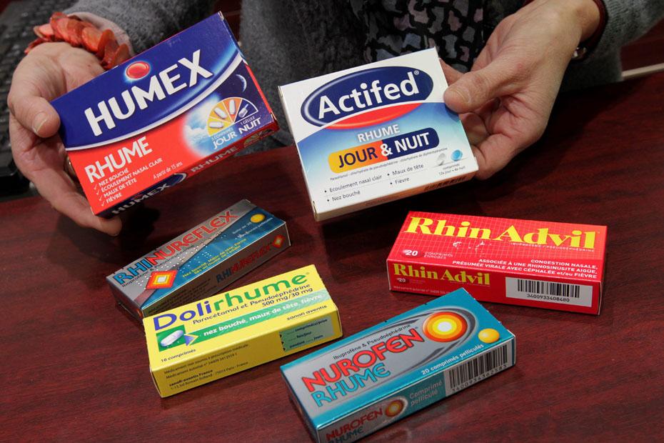 ©PHOTOPQR/LE TELEGRAMME/FRANCOIS DESTOC LORIENT (56) LE 29 11 2012 Médicaments contenant de la pseudoéphédrine   ACTIFED DOLIRHUME  HUMEX RHUME NUROFEN RHUME RHINADVIL RHINUREFLEX Une quinzaine de médicaments à base de pseudoéphédrine et destinés à lutter contre le rhume sont vendus sans ordonnance. Or, cette substance augmenterait le risque cardio-vasculaire.