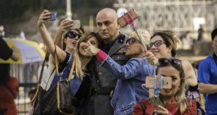 DIA-Sono-Tornato-un-selfie-con-Mussolini