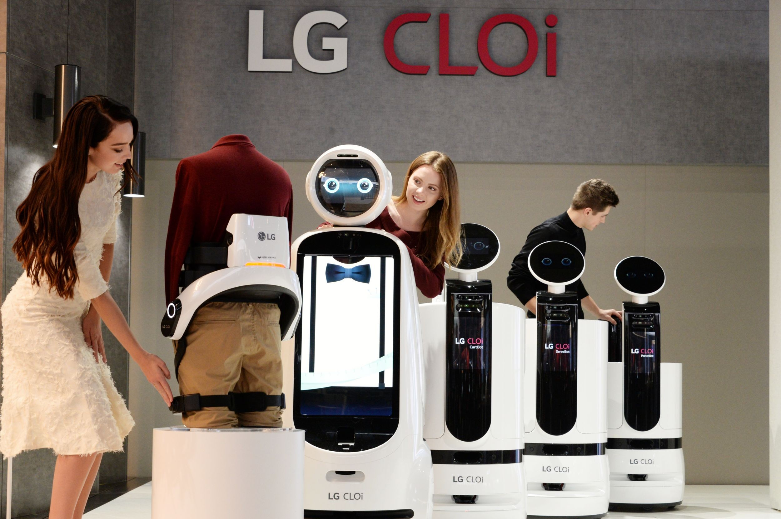 LG CLOi robots for the workplace hospitality and retail industries